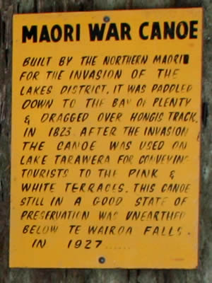 Information board telling about the discovery of the Maori War Canoe
